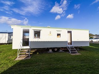 Great 6 berth caravan for hire at Sunnydale Holiday Park in Skegness ref 35150B