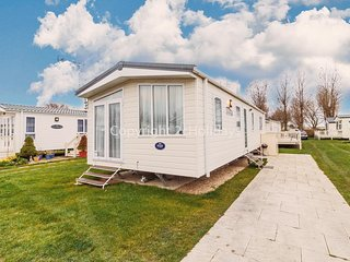 Luxury 6 berth holiday home in Norfolk for hire at California cliffs ref 50016