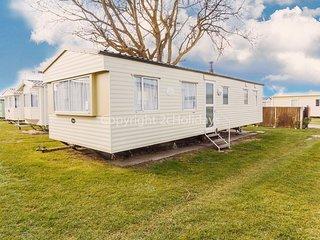 8 berth caravan to hire at California Cliffs holiday park in Norfolk ref 50020B