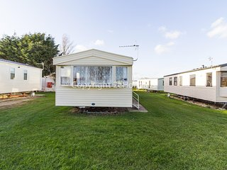 8 berth caravan for hire at Sunnydale park Lincolnshire Skegness ref 35140