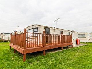 8 berth caravan for hire with decking - Hutleys Caravan park near Clacton-on-sea