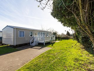 Luxury 8 berth caravan with decking in a perfect spot in Norfolk ref 70369C