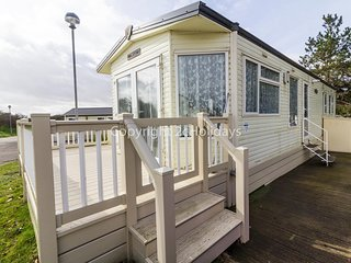 4 berth holiday home with decking & partial sea view at Kessingland ref 90110