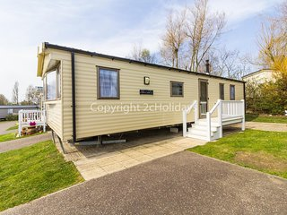 Great caravan at Hopton Haven, perfect for seaside breaks in Norfolk ref 80020T
