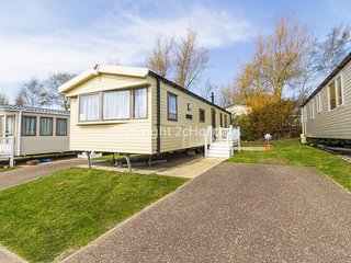 Luxury caravan 4 hire at Hopton Haven for hire 2 night stays or more ref 80020T
