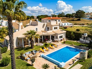 QUINTUS COURT, 5 bedroom 5 bathroom luxury villa near to the beach