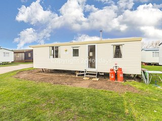 Cheap dog friendly caravan for hire near Great Yarmouth ref 20201