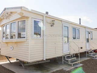 6 berth static caravan by Hunstanton beach and pets are welcome ref 13001L