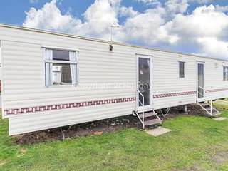 Cheap 8 berth caravan for hire at Kessingland Beach park ref 90040SV