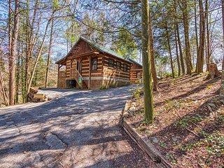 Romantic 1 Bedroom Log Cabin Downtown Gatlinburg and National Park