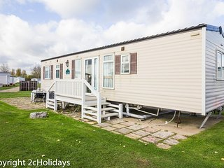 Cheap dog friendly caravan for hire at Haven Hopton in Norfolk  ref 80015W