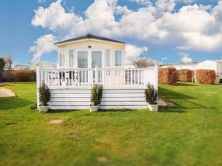 8 berth caravan for hire at Cherry tree holiday park in Norfolk ref 70803
