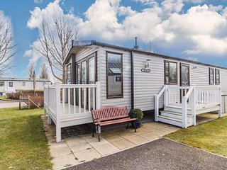 Luxury caravan for hire at Haven Hopton in Norfolk ref 80018B