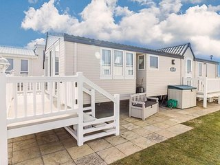 Luxury Seaview caravan for hire at Hopton with a full seaview ref 80010
