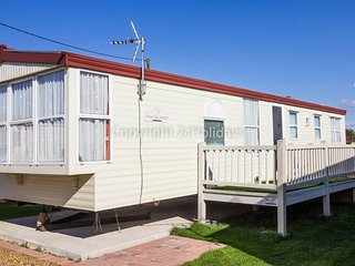 Super caravan, dog friendly with decking in Hunstanton in Norfolk ref 13010