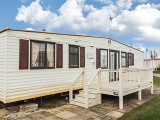 8 berth caravan for hire at California Cliffs  park Norfolk coast ref 50052