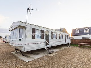 8 berth pet friendly mobile home in Hunstanton for seaside holidays ref 13004