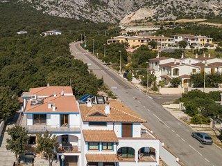 4 bedroom Villa with Walk to Beach & Shops - 5610624