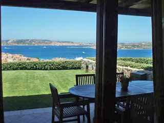 Ferienhaus mit Garten und Meerblick - Holiday house with garden and sea view