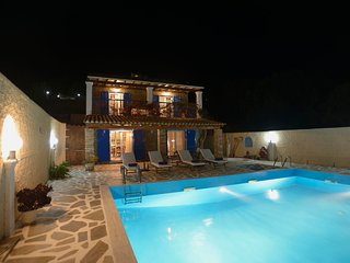 2 bedroom Villa with Air Con, WiFi and Walk to Beach & Shops - 5604813