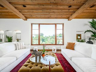 Veeve - Mediterranean Villa in the Hollywood Hills