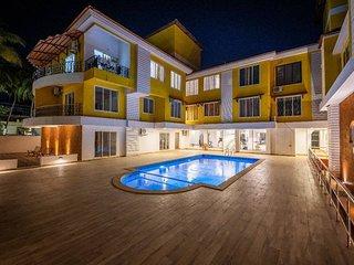 Plush Studio with pool: 5min walk to Vagator Beach