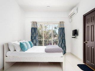 The White Room | 5 mins walk to Vagator Beach