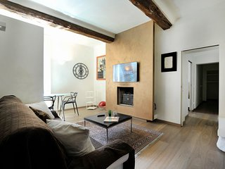 Santo Stefano - elegant, modern two bedroom apartment in Bologna city center