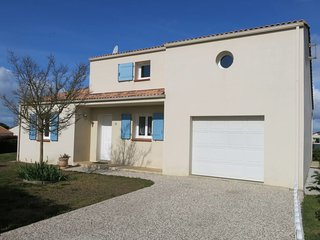 2 bedroom Villa with WiFi and Walk to Shops - 5700689