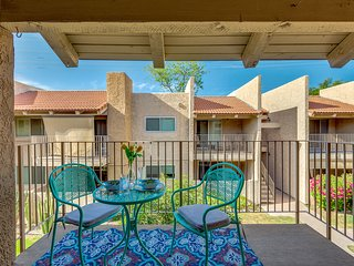 Large 2 Bedroom Courtyard View Steps from Scottsdale, Literally! Location Terrif