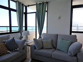 Waterfrontmalaga.7D, beachfront,wifi, aircondiiton,TV-SAT, Pool, minigolf