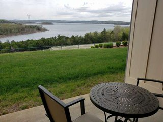 Spectacular Table Rock Lake View!! Ground Floor Condo, Sun Room & Covered Patio,