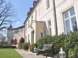 Schloss Neuhausen - große Ferienwohnung für 4 Personen