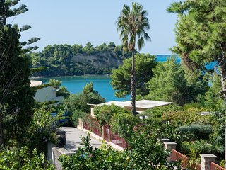 Villa Daphne ..5 Bedrooms , 10 persons