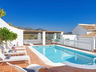 4 bedroom Villa with Pool, Air Con and WiFi - 5784790