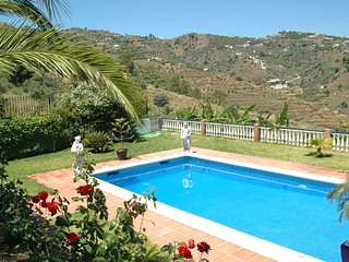 A remote luxury villa in the Nerja area, air con, WiFi and private pool