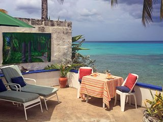 Beach Cottage on the Westcoast of Barbados, private terrace on the sea