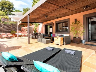 HAPPY HOUSE - PRIVATE POOL JACUZZI -Magnific terrace, chill-out area, Beach 10