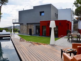 MARIE - STYLE and ELEGANCE - Private villa, with a huge garden and a