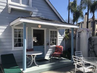 Best Value on Balboa Island, Classic Cottage w/Amenities, Walk to Beach, Marine