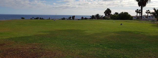 El mejor campo de golf de Tenerife, (a solo 4 minutos a pie del edificio).