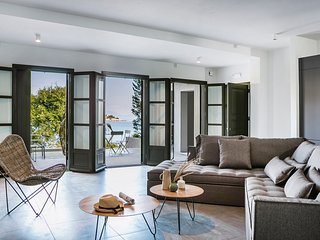 Contemporary waterfront apartment in Fiscardo