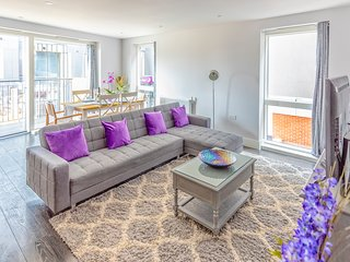 Bedford Apartment Luxury Executive 2 Bedrooms 2 bathrooms. Free Parking