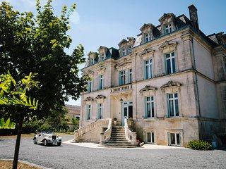 11 bedroom Chateau with Pool and WiFi - 5785037