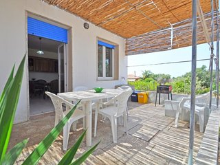 3 bedroom Villa with Air Con and Walk to Shops - 5784975
