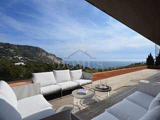 4 bedroom Apartment with Pool, Air Con and WiFi - 5740811