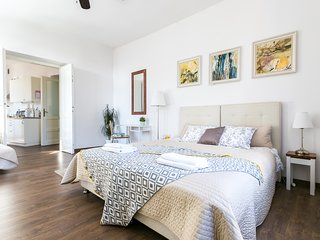 Stylish 2-bdrm, Jewish Quarter, Old Town