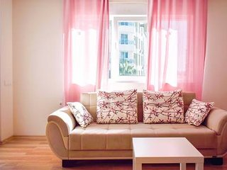 C3: Spacious 2 bedroom, mountain view, free wifi & parking, breakfast available