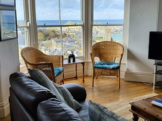 Large four bedroom apartment, amazing sea views.