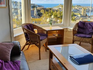 Spacious 2 bedroom apartment, superb sea views